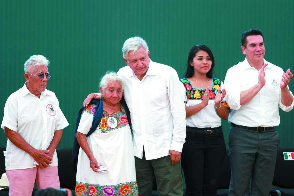 El Presidente estuvo acompañado del gobernador Alejandro Moreno, quien agradeció el apoyo que le ha dado. FOTO: ESPECIAL