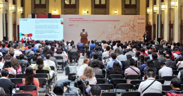 En Palacio Nacional se llevan a cabo este sábado las mesas de trabajo para integrar el Plan Nacional de Desarrollo 2019-2024. FOTO:ESPECIAL