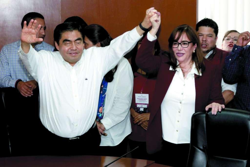 La presidenta de Morena, Yeidckol Polevnsky, en el registro de Miguel Barbosa, en marzo pasado. FOTO: ESPECIAL