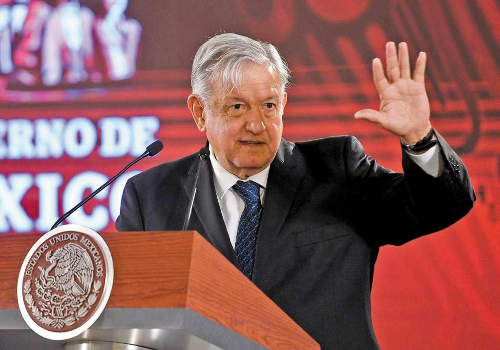 López Obrador dijo que seis años son suficientes para desterrar la corrupción y la impunidad, y convertir a México en un país próspero. FOTO: VÍCTOR GAHBLER