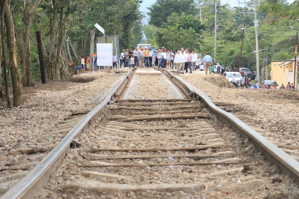 En una ceremonia, las 12 comunidades indígenas Mayas de Chiapas ofrendaron comida a la madre tierra para pedirle permiso en la construcción del tren Maya FOTO: CUARTOSCURO.COM