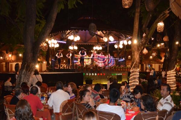 El Parían cuenta actualmente con 18 restaurantes y bares. Foto: Thiux