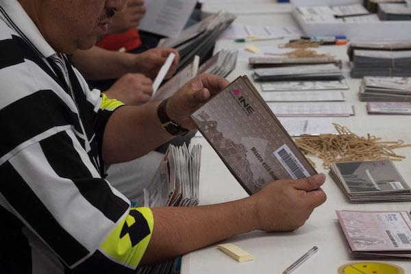 Los paquetes electorales empezarán a llegar en mayo; deberán regresarlos antes del 1 de junio. Foto: Cuartoscuro
