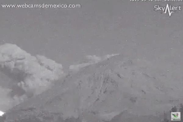 El coloso registró una nueva explosión la madrugada de este miércoles. Foto: Webcams de México