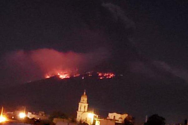 La noche del lunes el coloso registró una explosión con emisión de gases y material incandescente. Foto: Cuartoscuro