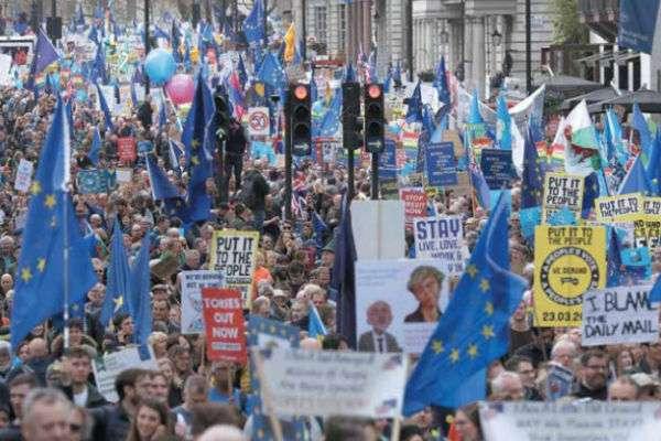 Cientos de miles viajaron de todo el país a la capital para exigir una nueva votación.FOTO: REUTERS