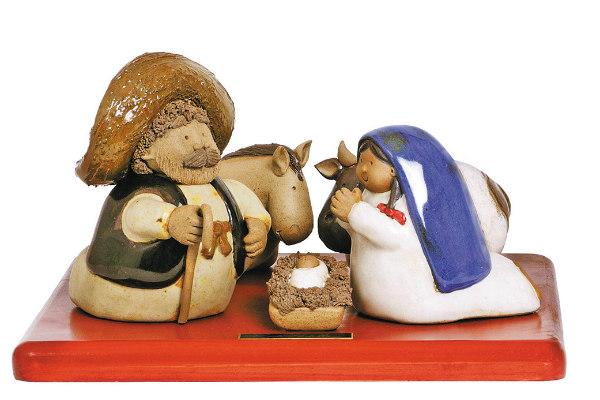 En su trabajo, se puede ver distintas figuras de mariachis, pescadores, vendedores de elotes, jimadores, maestros, doctores, entre otros; todos con una particularidad: son de cuerpo gordito FOTO: Cortesía