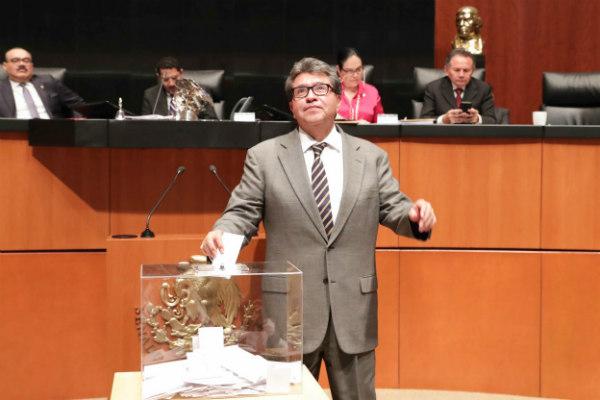 El senador Ricardo Monreal emitió su voto para elegir a la nueva integrante de la SCJN FOTO: Cortesía