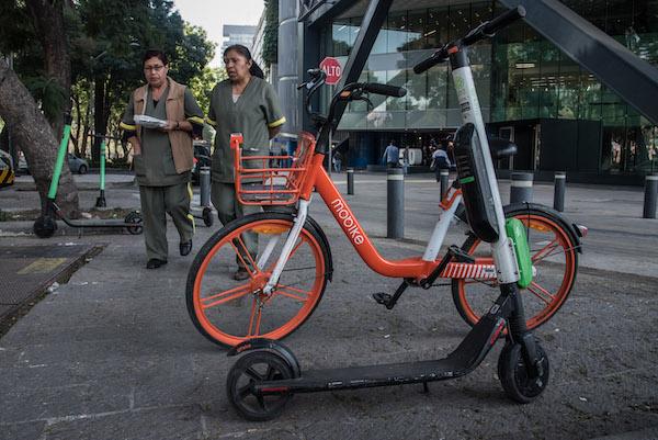 La dependencia detalló dónde sí y dónde no pueden estacionar los monopatines y bicicletas. Foto: Cuartoscuro