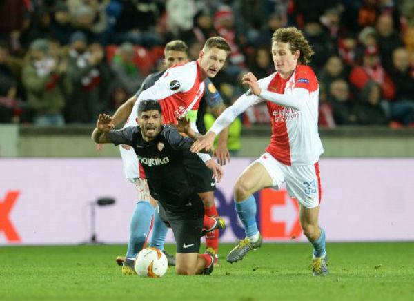 Sufrió de principio a fin ante un Slavia muy físico. Foto: AFP