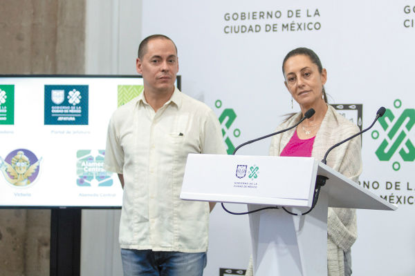 CON USTEDES. José Merino y Claudia Sheinbaum presentaron el nuevo paquete de herramientas digitales de la capital. Foto: Cuartoscuro