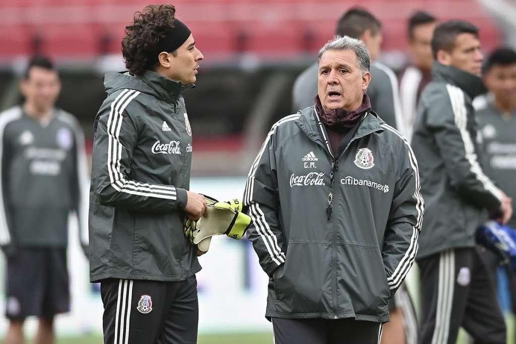 """Osorio, sin embargo, dijo que no. Que """"por razones familiares"""" debía dejar el cargo al frente de la Albirroja. Y se fue"""