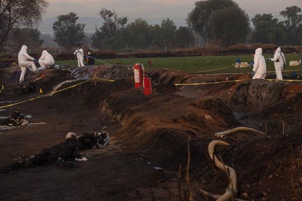 El pasado 18 de enero pobladores de la comunidad de San Primitivo extrajeron hidrocarburo de una toma clandestina, la cual explotó y dejó 68 muertos en el lugar de los hechos. Foto: Cuartoscuro