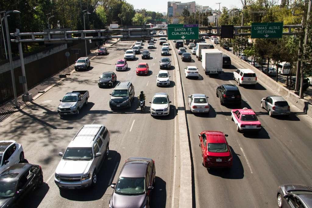 En el nuevo esquema, los conductores que superen 40% de la velocidad máxima permitida tendrán 5 puntos menos y no podrán verificar su automóvil. Foto: Cuartoscuro