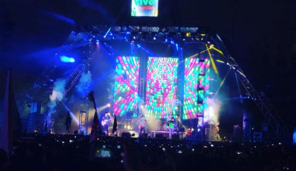 El publico asistente no dejó de cantar las canciones de Los Tucanes de Tijuana. FOTO: ESPECIAL