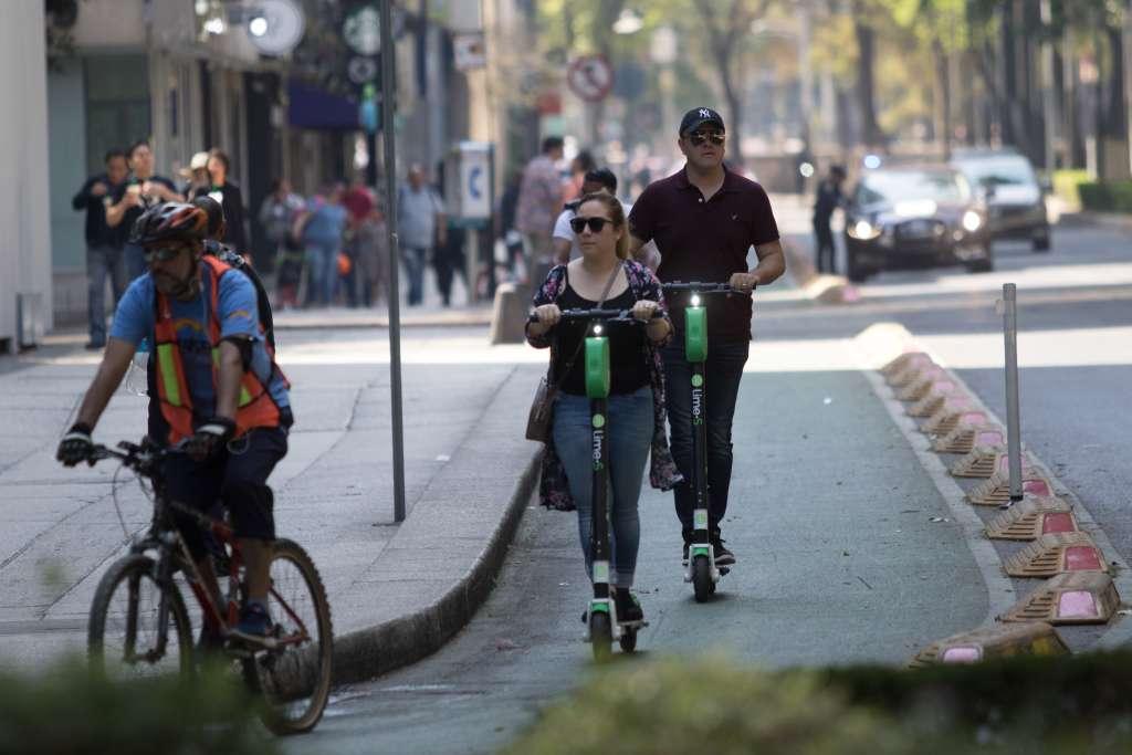 Las empresas dueñas de bicicletas y scooters sin anclaje tendrán que pagar una contra presentación por permiso de movilidad de 600 pesos. FOTO:CUARTOSCURO/ARCHIVO