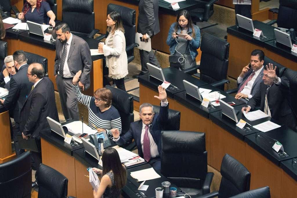 El senador Mancera intentó que se discutieran reservas a la Ley para Servidores. FOTO: ESPECIAL