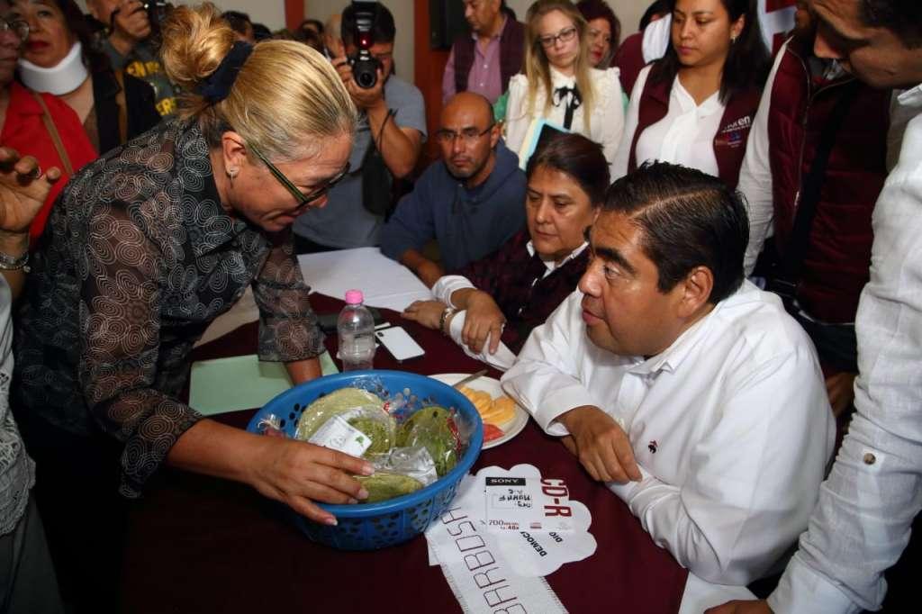 El precandidato de Morena a la gubernatura de Puebla prometió