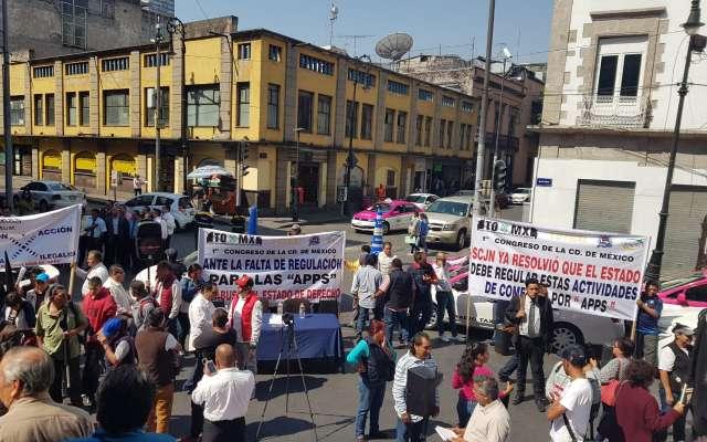 Los inconformes protestaron afuera del Congreso de la Ciudad de México. Foto: Lizeth Gómez de Anda