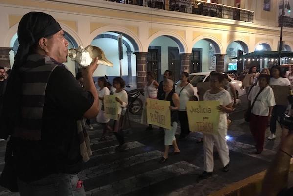 Vecinos protestan por la ola de feminicidios en Colima. Foto: Especial