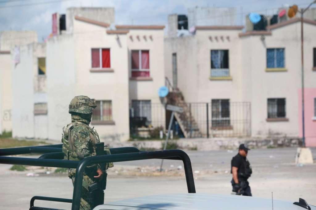 Junto a los elementos de la Marina y el Ejército, agentes de la Policía Federal y Municipal realizaron labores de patrullaje. FOTO: MAURICIO CONDE