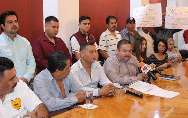 Choferes denunciaron que son ellos y no los concesionarios quienes deben pagar 450 pesos al mes. Foto: Especial