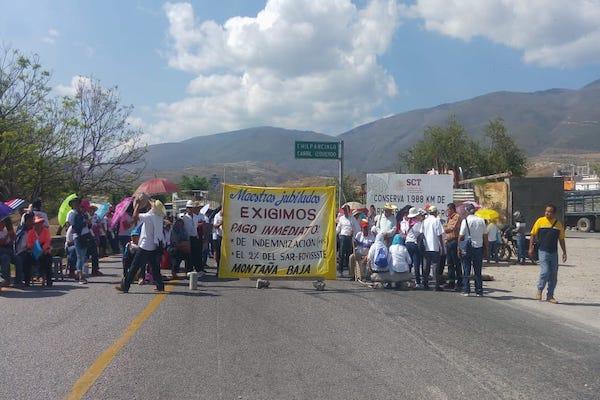 Por espacio de una hora, no permitieron el paso a quienes se dirigían al puerto de Acapulco o a la CDMX. Foto: Especial