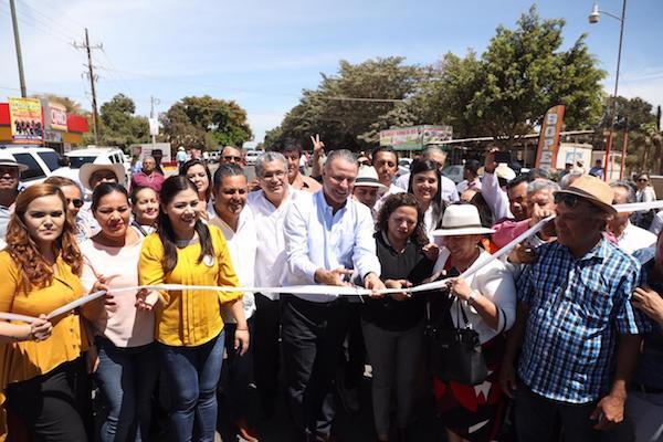 Quirino Ordaz Coppel, inauguró la modernización de dos carreteras en Sinaloa. Foto: Especial.