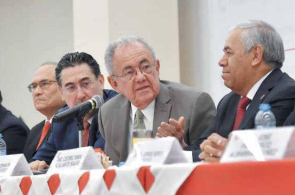 El titular de la SCT, Javier Jiménez Espriú, dijo que destinarán 42 mil mdp en carreteras. FOTO: EDGAR LÓPEZ