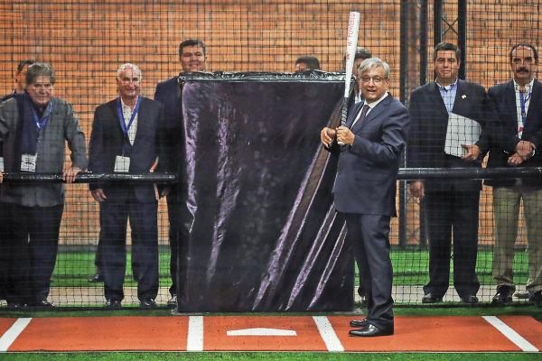 TOLETERO. López Obrador pretende ampliar la práctica del Rey de los deportes. Foto: Cuartoscuro