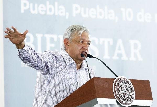 López Obrador reconoció que aún no se ha abatido el robo a combustible, porque era una práctica muy arraigada. Foto: Notimex