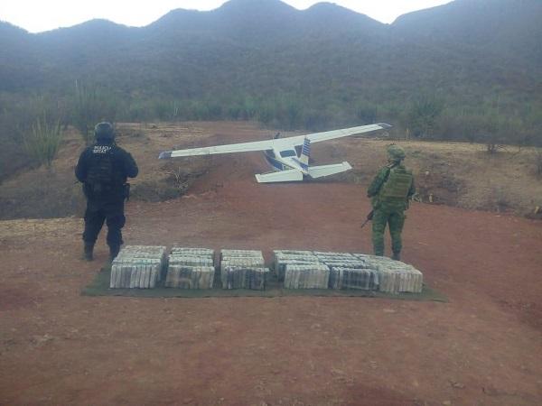 Los tripulantes de la aeronave lograron huir al percatarse de la presencia de los militares y policías estatales, por lo que no hubo detenciones. Foto: Especial
