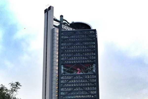 Fueron 5 mil trabajadores los desalojados tras la amenaza de bomba. Foto: Notimex
