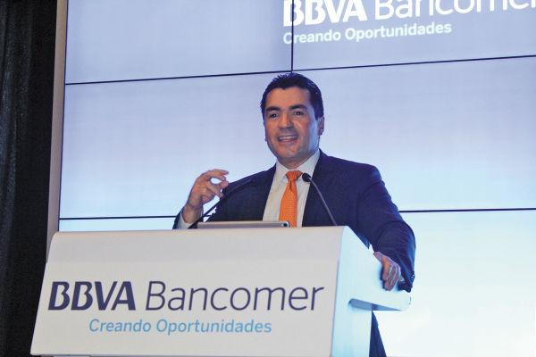 VISIÓN. Eduardo Osuna, vicepresidente y director de BBVA Bancomer, dijo que no hay fecha para cambiar el nombre del banco. Foto: Especial