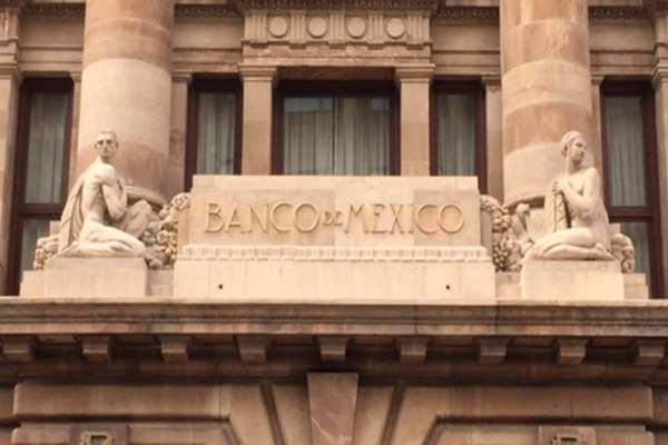 Banxico destacó que es necesario seguir una política monetaria prudente. Foto: Especial