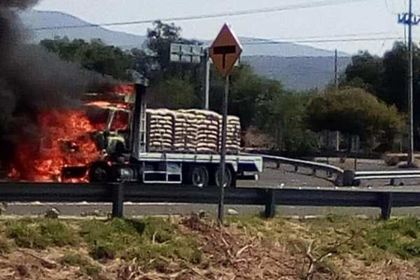 Los bloqueos se realizaron en Celaya-Comonfort, Celaya-Salamanca y Juventino Rosas-Celaya. Foto: @soyjaimeramirez