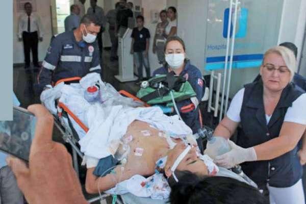 Algunos de los estudiantes agredidos fueron trasladados a los hospitales más cercanos de la zona del ataque. FOTO:AFP