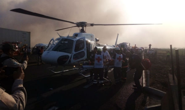 Fue necesaria presencia de una ambulancia aérea para trasladar a los lesionados. FOTO: ESPECIAL