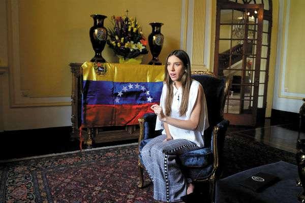 LUCHA. Fabiana Rosales, en la residencia del embajador de Colombia en Lima. Foto: EFE