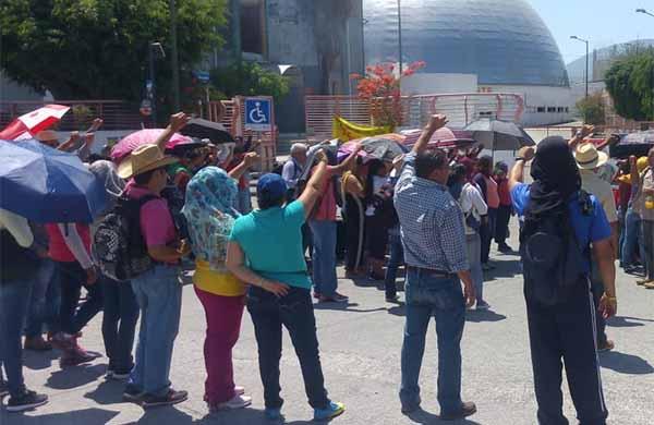 Los cetegiatas se quejaron también de que la Sección 14 del SNTE no se pronunció ni se movilizó en el estado para exigir la derogación de la reforma educativa que impulsó Enrique Peña Nieto.