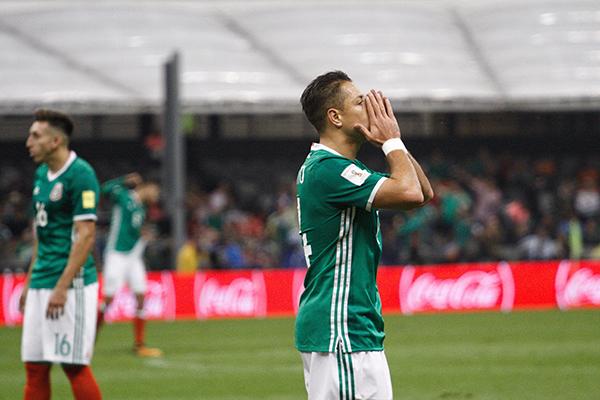 Pablo también indicó en su cuenta de Twitter que los máximos goleadores de la Selección Nacional de México en partidos oficiales son Jared Borgetti con 37 goles y Cuauhtémoc Blanco con 33 goles. FOTO: CUARTOSCURO