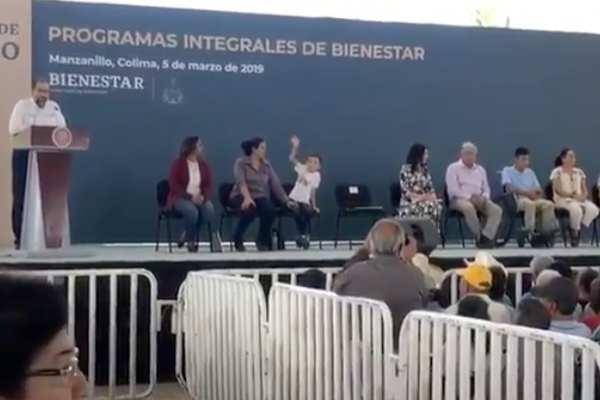 Al finalizar su discursoJosé Ignacio Peralta propició el aplauso de los asistentes para felicitar a López Obrador por sus 100 días de gobierno. Foto: Especial