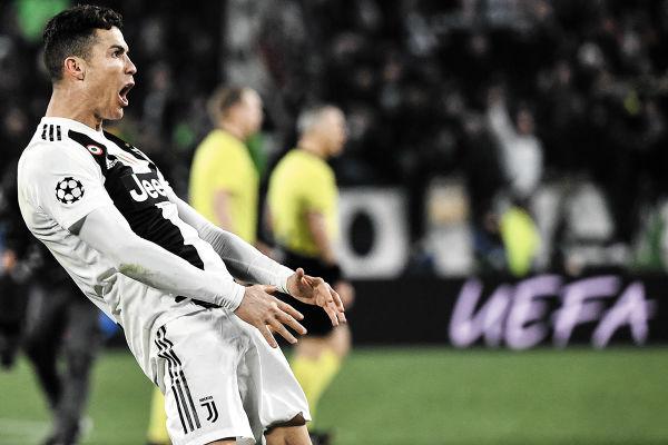 ÍMPETU. Cristiano Ronaldo festejó así el pase de La Juve. Foto: AFP