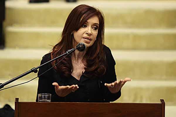 Fernández, jefa de Estado entre 2007 y 2015, y varios miembros de su Gobierno y otros colaboradores están procesados por presunto encubrimiento agravado. FOTO: EFE