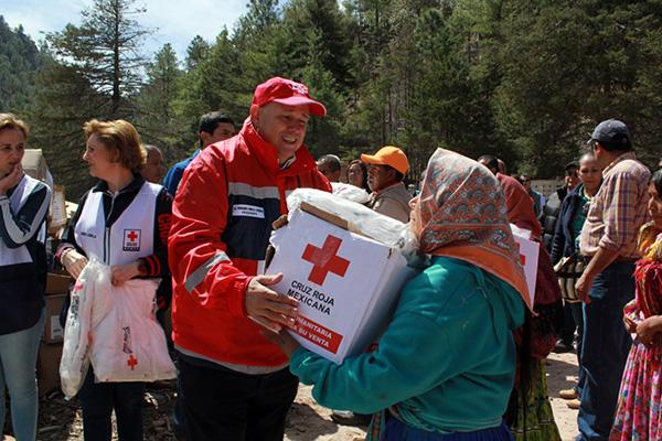 La Cruz Roja informó que los paquetes se enviaron de la Ciudad de México con el apoyo de Ferrocarriles Mexicanos