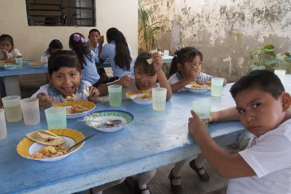 Al considerar que la pobreza reduce el potencial productivo de la economía, planteó la necesidad de explorar el costo asociado al abatimiento de los niveles de pobreza alimentaria en México. FOTO: CUARTOSCURO