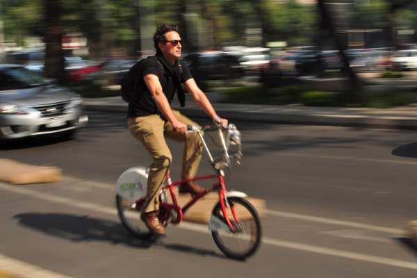 Además de ser amable con el medio ambiente, es económico y benéfico para la salud el uso de la bicicleta. Foto: Archivo | Cuartoscuro