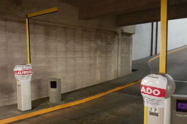 El pasado lunes fueron clausurados los estacionamientos de Plaza Jardines, en San Mateo, y Shopping Plaza. Foto: Leticia  Ríos