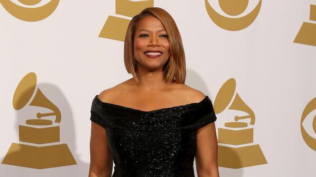 Queen Latifah en la carpeta roja de una entrega de los Grammy. FOTO: ESPECIAL