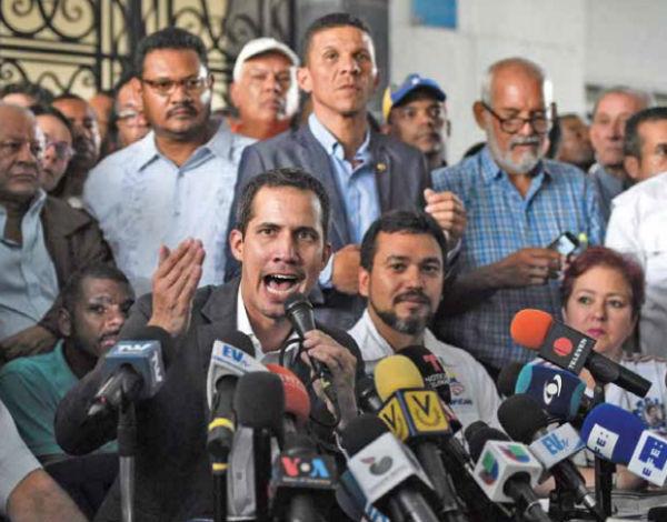 Guaidó se reunió ayer con representantes de cinco centrales de 600 sindicatos de todo el país. FOTO:AFP
